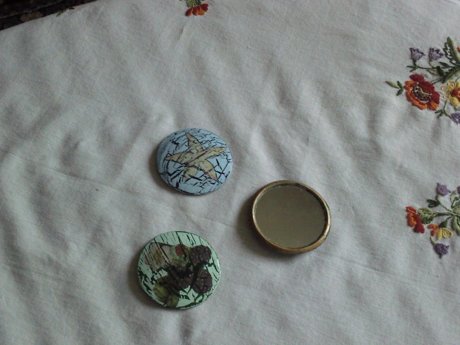 Specchietti a decoupage recuperati da porta trucchi terminati