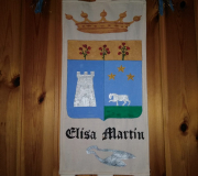Stemma Elisa Martin tecnica mista pittura e ricamo